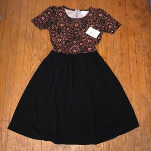 NWT LULAROE AMELIA DRESS SIZE SMALL